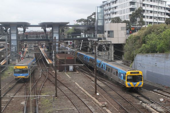 Life extension EDI Comeng 327M enters the Northern Loop at North Melbourne