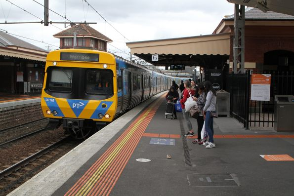 Life extension EDI Comeng 327M arrives into Footscray on a down Werribee service