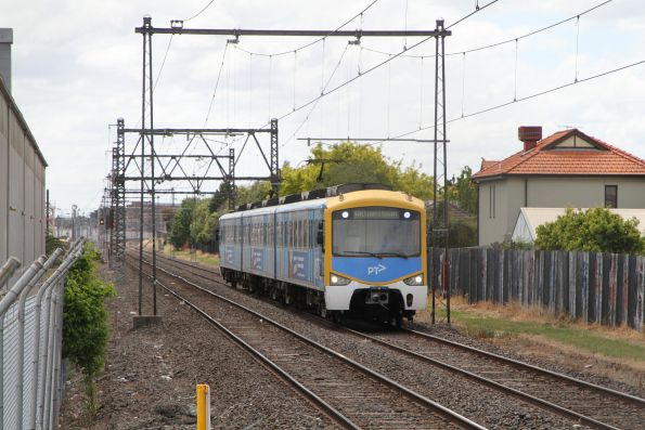 3-car Siemens 798M arrives into North Williamstown on a down Williamstown shuttle