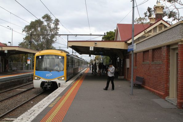 3-car Siemens 797M arrives into North Williamstown on an up Williamstown shuttle