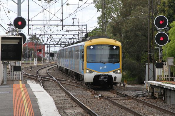 Siemens train arrives into Newport on a down Werribee service