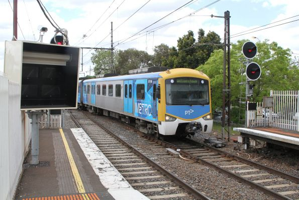 Siemens 811M arrives into Newport on a down Williamstown shuttle