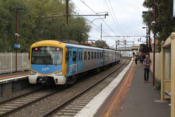 Siemens 812M at Newport ready to form a down Williamstown shuttle