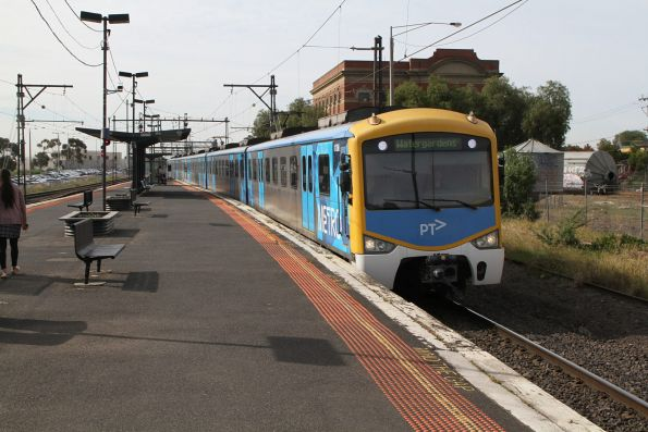 Siemens 813M arrives into Albion on a down Watergardens service