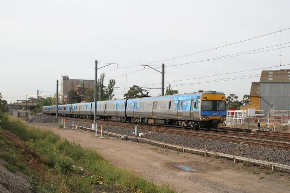Alstom Comeng 633M departs Albion on the down
