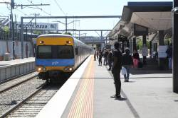 Alstom Comeng arrives into Footscray on a down Watergardens service