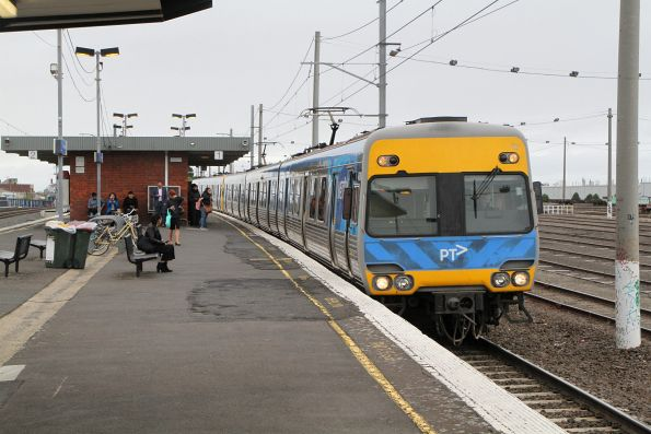 Alstom Comeng train runs express through Tottenham on the up