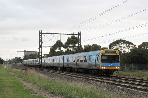 EDI Comeng 522M on a down Sunbury service at Albion
