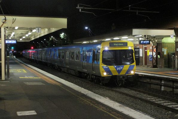Life extension EDI Comeng 543M arrives into Newport on a down Werribee service
