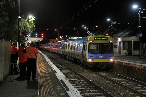 EDI Comeng 301M arrives into Newport on an up Williamstown service