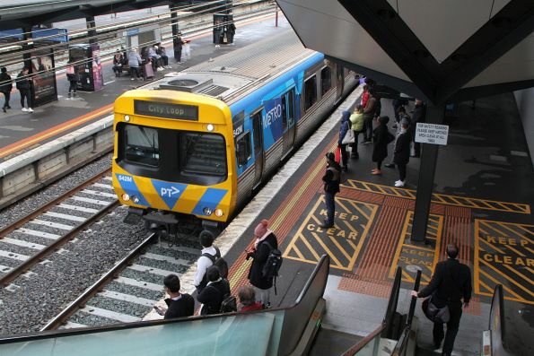 Life extension EDI Comeng 542M leads an up service into North Melbourne