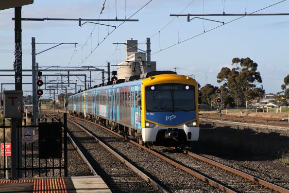 Siemens 711M arrives into Sunshine with a down Sunbury service