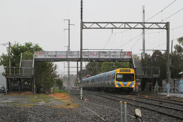 Life extension EDI Comeng 435M leads an up Upfield service out of Brunswick