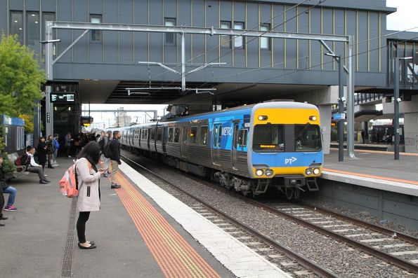 Alstom Comeng train arrives into Sunshine on a down Watergardens service