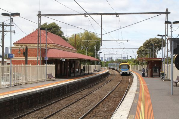 Siemens train arrives into Ascot Vale on a down Craigieburn service