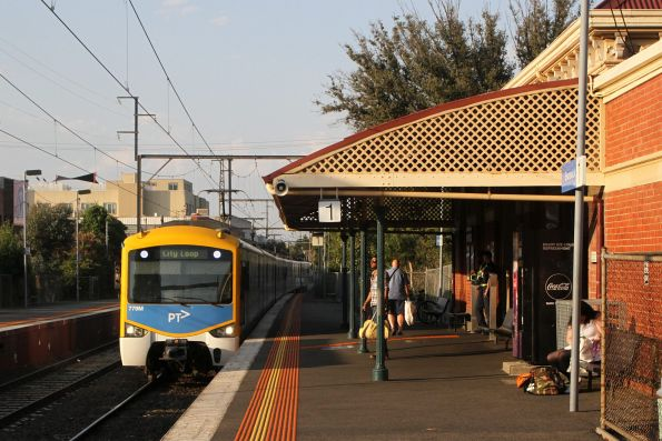 Siemens 779M arrives into Brunswick on the up