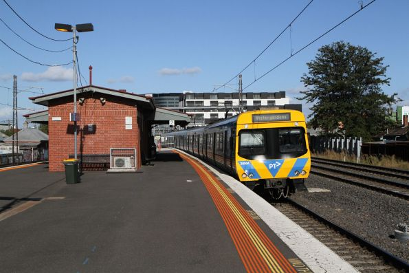 Life extension EDI Comeng 389M arrives into Middle Footscray on a down Watergardens service