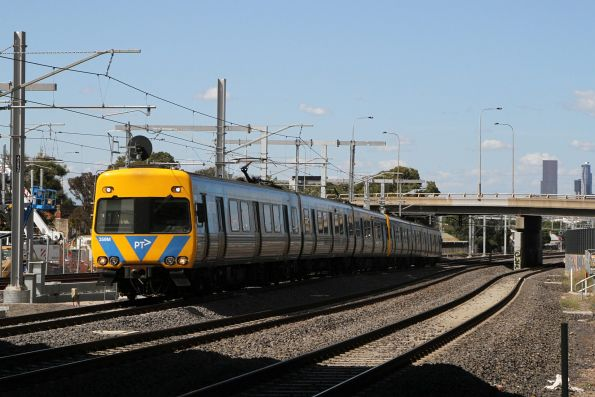 Alstom Comeng 359M on a down Sunbury service at West Footscray
