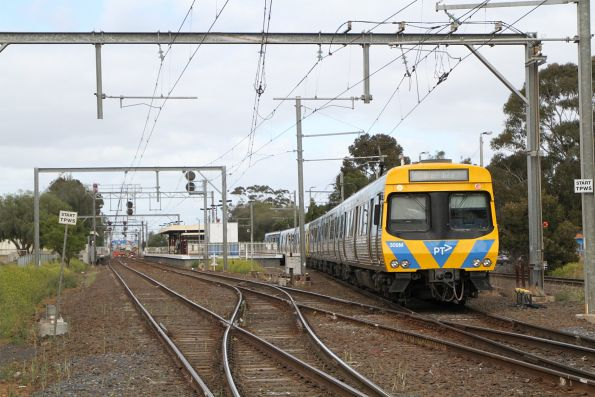 EDI Comeng 309M trailing into Werribee station
