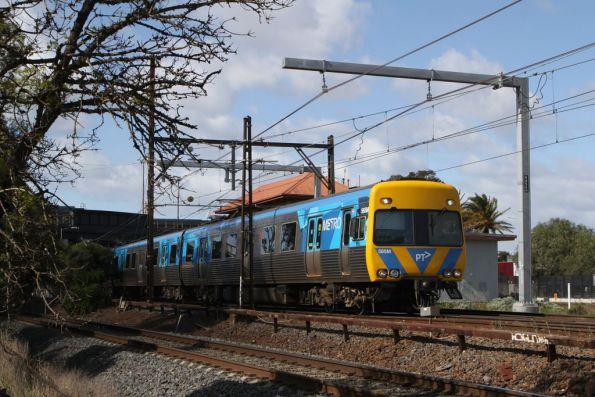 Alstom Comeng 565M departs Sunshine platform 1 on the up