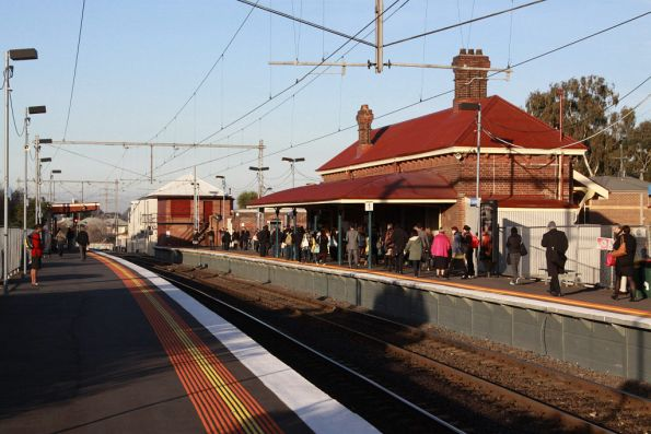 Crowd of passengers abandoning the platform at Yarraville, after an announcement that no trains were running