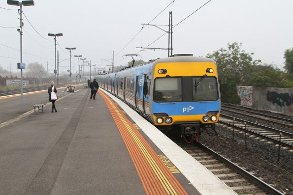 Express trains runs express through Middle Footscray