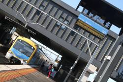 9:20 down Sunbury service arrives into Sunshine station 16 minutes late