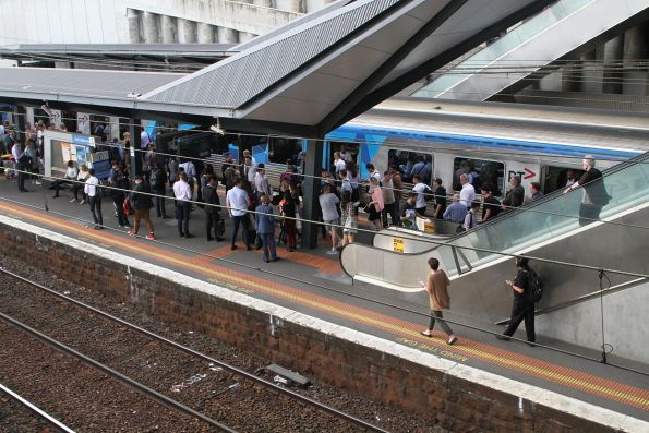 Trainload of Upfield line passengers turfed off a defective train at North Melbourne station