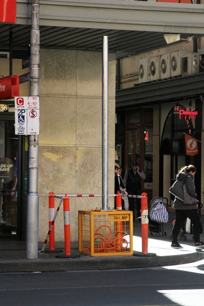 Temporary traffic signal mast installed at Flinders and Degraves Street