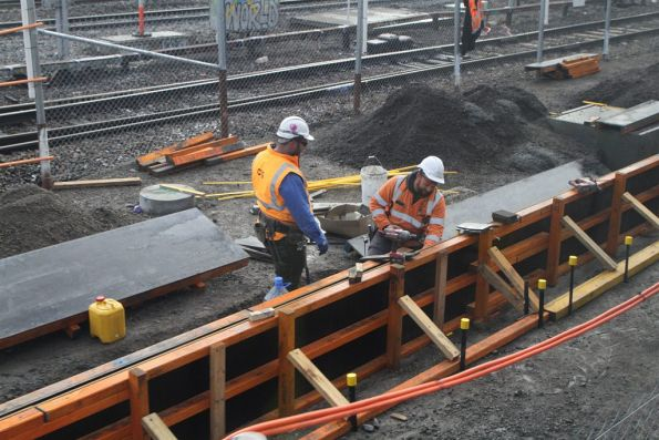 Assembling formwork along the third platform