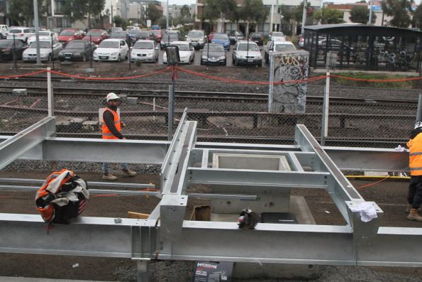 Installing the steel framework of the future platform