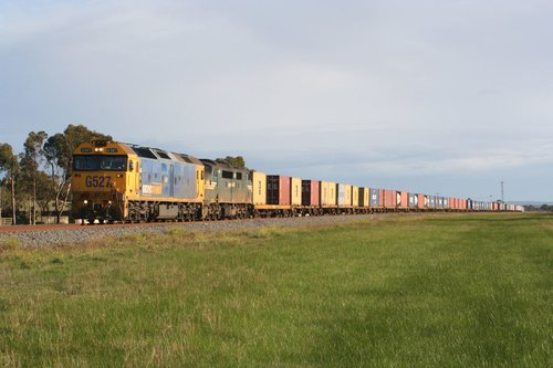 Melbourne-bound Mildura freight passes through Bannockburn