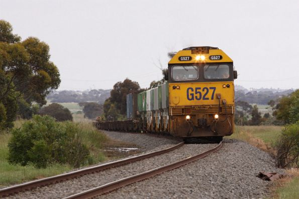 With the cement wagons attached, G527 climbs the grade into Bannockburn
