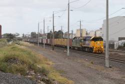 XR550 leads G542 on the up Mildura freight at Brooklyn