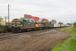 G528 leads XR550, X43 and G524 on the up Mildura freight at Brooklyn