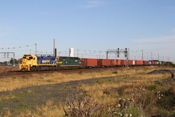 X48 leads G520 on the up standard gauge Mildura freight at Tottenham