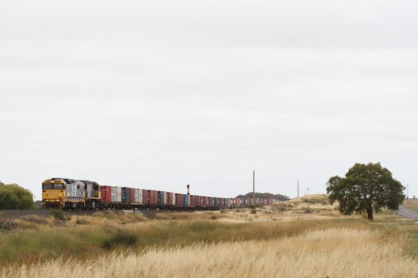 8111 and XR559 crawl away from Manor Loop with 7902V up Mildura freight