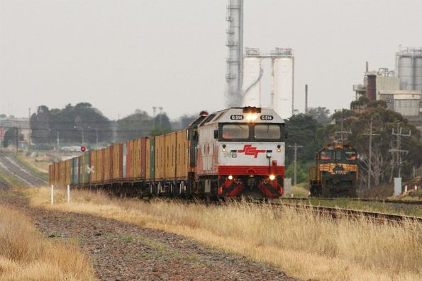 G514 and T386 on the down mineral sands train at North Shore, Y171 in the background