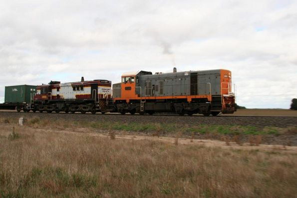 T386 and 4816 outside Wingeel