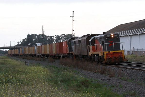 T342 leads GM36 and T386 on the up Mineral Sands at Brooklyn