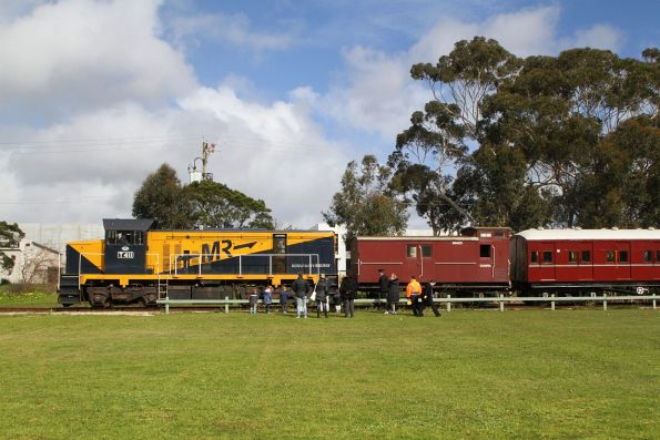 T411 after running around the train at Mornington
