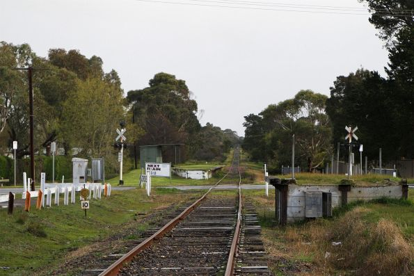 Tanti Park station and the disused Rail Motor Stopping Place platform at the Bungower Road level crossing