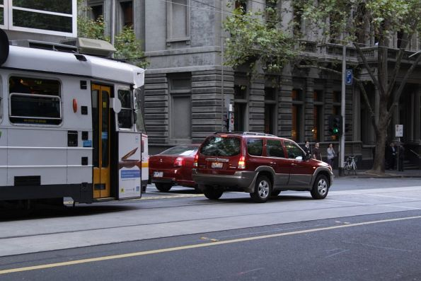 A 4WD trying to turn right blocks the tram lane on William Street in the CBD