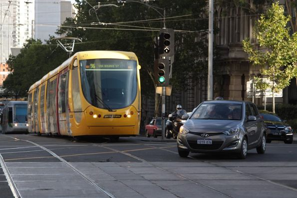Tourist in a car with WA registration plates attempts to turn right at the corner of Spencer and Collins Street, across the front of tram C2.5103