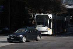 Dimwit in a BMW tries to turn right in front of tram D2.5017