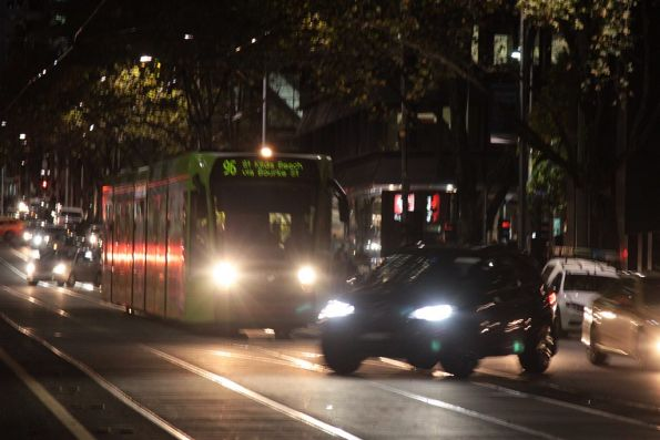 Fuckwit in a 4WD tries to pull a U-turn right in front of a tram on Bourke Street