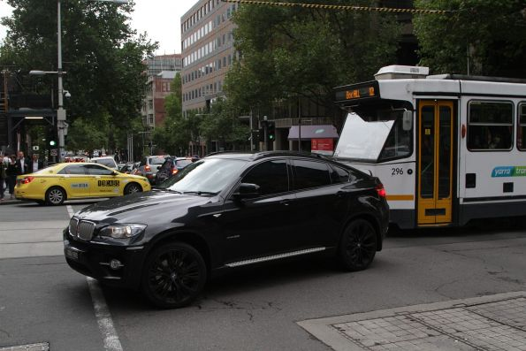 Dumbarse in a BWM blocks a tram at the corner of Collins and King Street