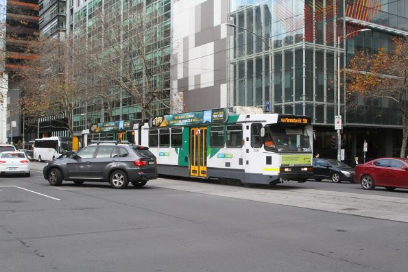 B2.2061 headed north on route 58a negotiates cars blocking the intersection at William and Lonsdale Street