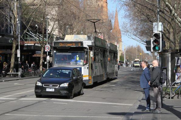 B2.2116 northbound on route 6 is stuck behind a confused motorist at Swanston and Bourke Street