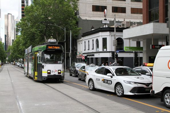 Z3.217 headed north on route 58 delayed by a tram overhanging the tram tracks at William and Little Lonsdale Street